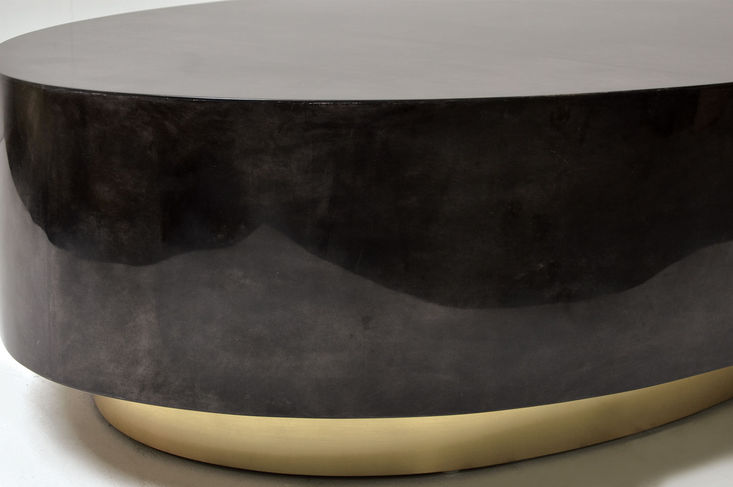 Ovallo Coffee table - Goatskin / Brass 2