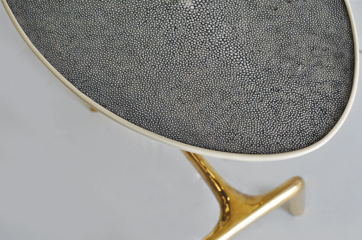 Uovo Side Table - Shagreen/Brass 2